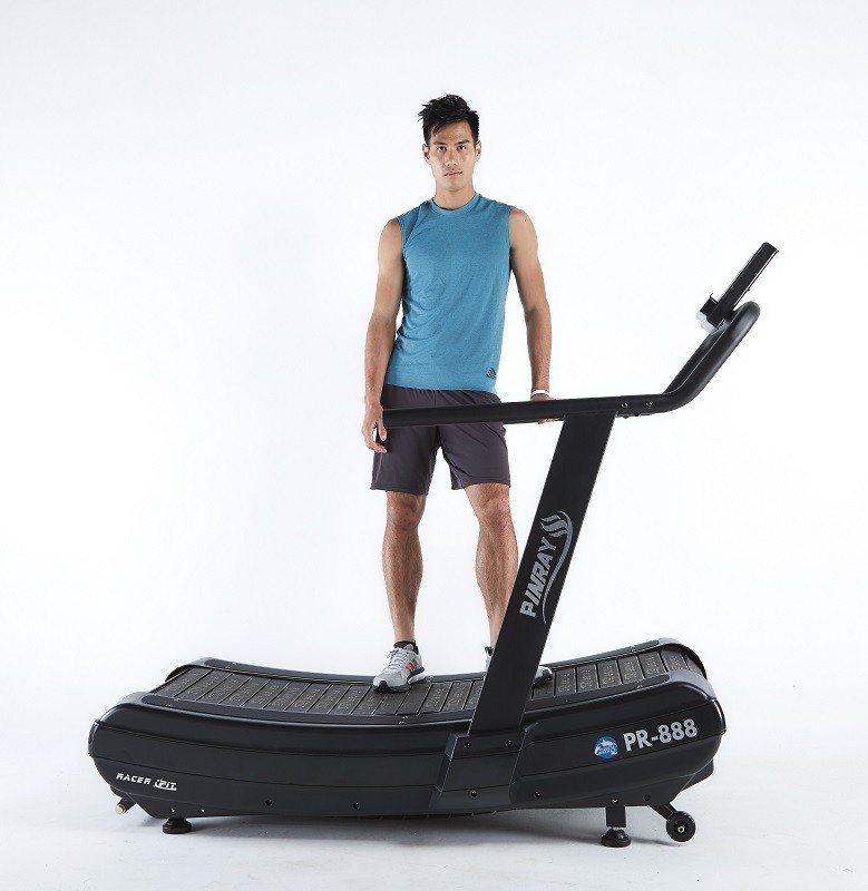 台灣短跑最速男楊俊瀚,推廣全民健身運動,邀您一起拚出健康。 品瑞國際/提供