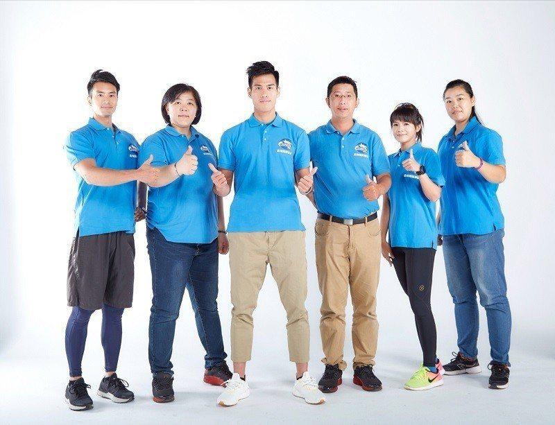 品瑞國際事業公司團隊與台灣短跑最速男楊俊瀚(左三)共同合影。 品瑞國際/提供