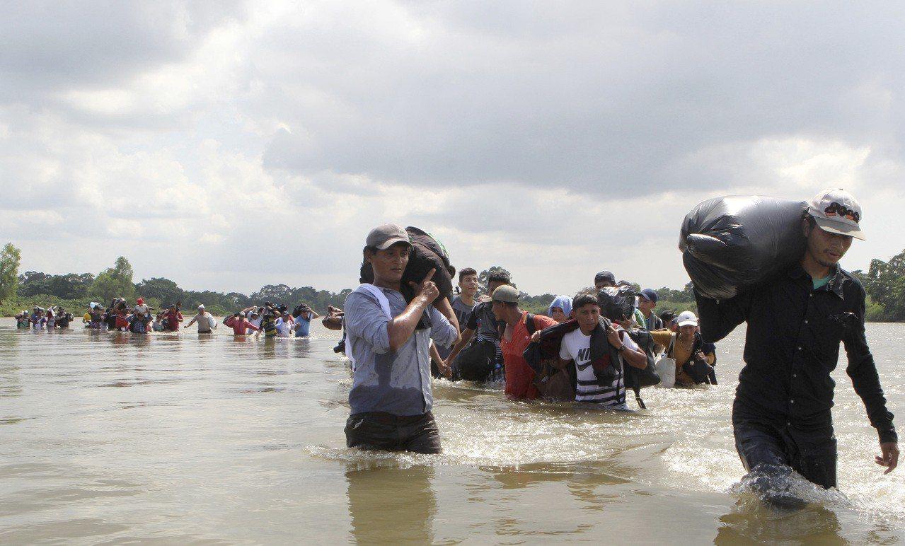 響應川普號召,美武裝民兵準備組隊前往邊界保護邊界。 魏碧洲/翻攝