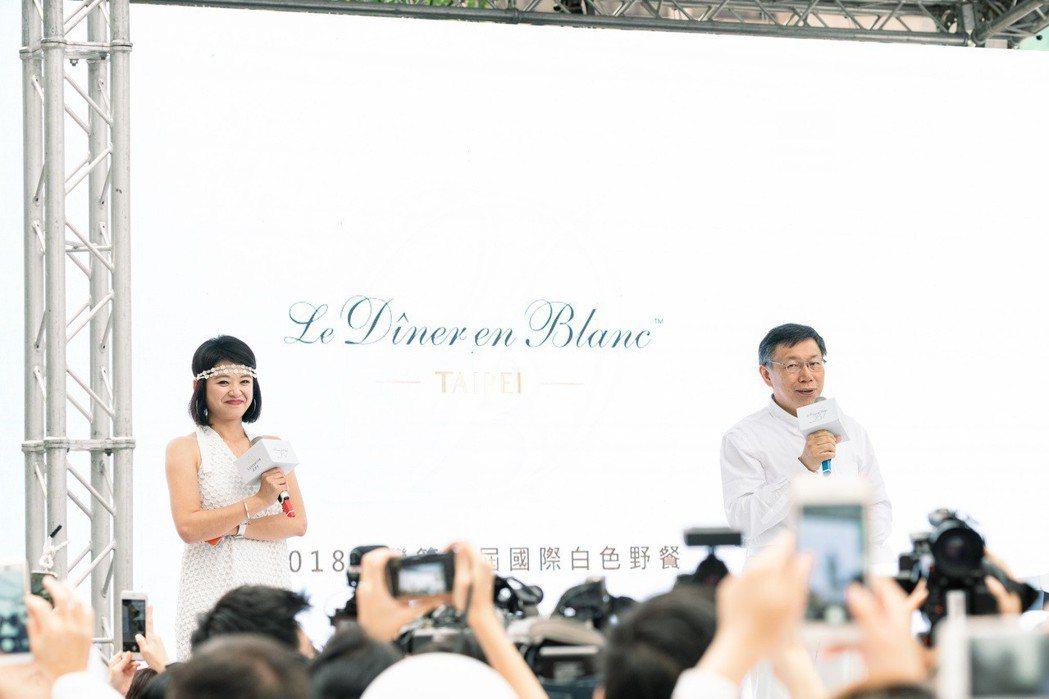 台北市長柯文哲為白色野餐致詞。 璐露野生活/提供
