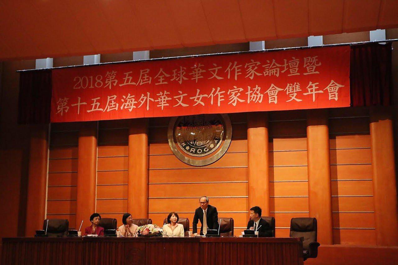 海外華文女作家協會3日在國家圖書館舉辦第15屆雙年會暨第5屆全球華文作家論壇,僑...