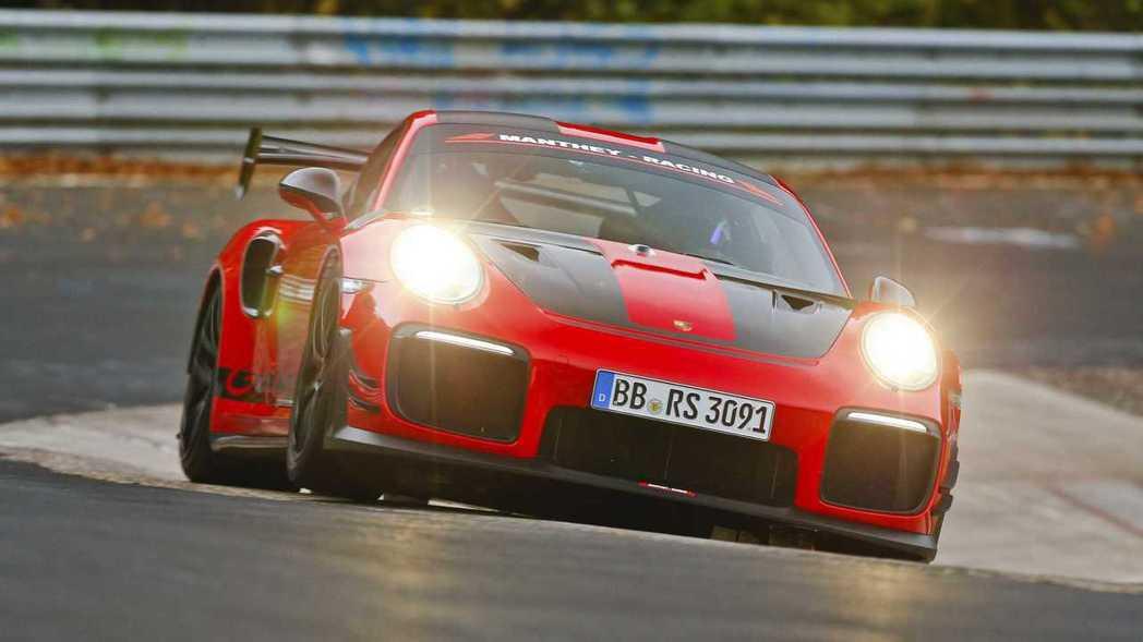 Porsche 911 GT2 RS MR。 摘自Porsche