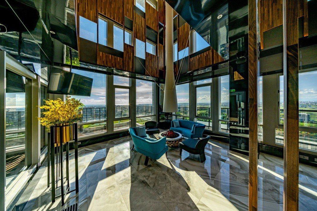 主打豪宅級公設,23樓空中會館,在家就能俯瞰大高雄。圖片提供/泰郡建設