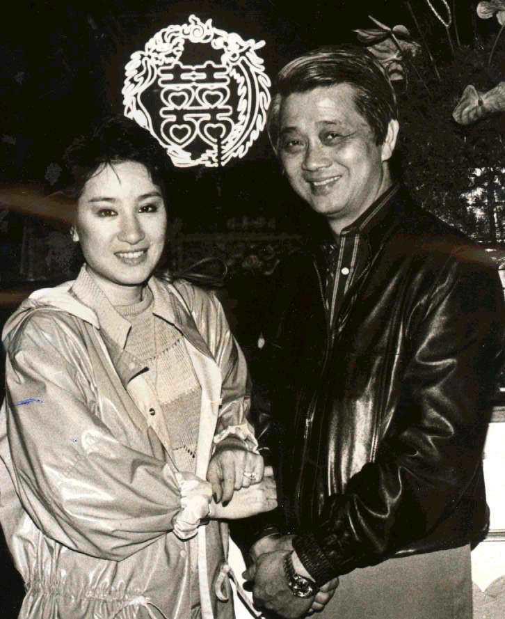 洪文棟和楊麗花1983年在圓山飯店預排婚禮時甜蜜合影。圖/聯合報系資料照