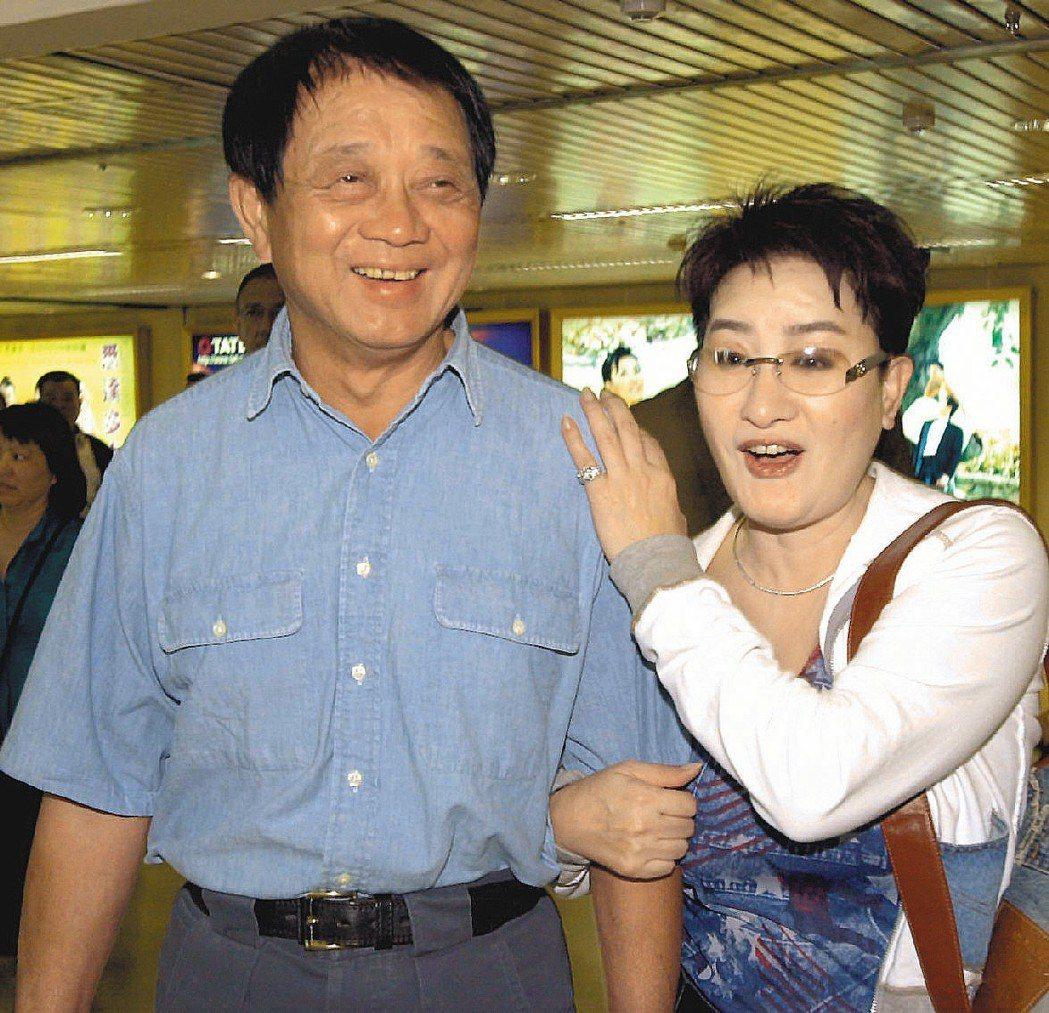 洪文棟(左)跟楊麗花是圈內有名的恩愛夫妻。圖/聯合報系資料照