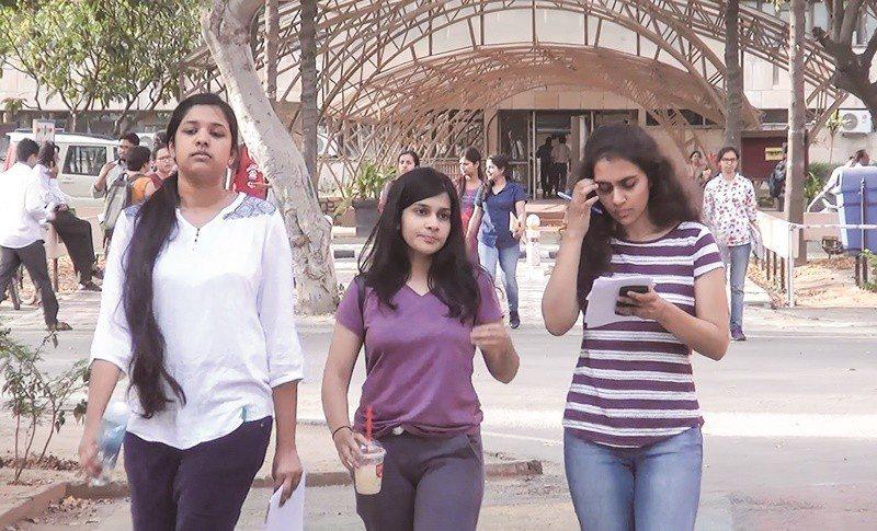 生活在都會的印度女性,因教育程度高、經濟自主,不再受傳統觀念束縛。圖為印度理工學...