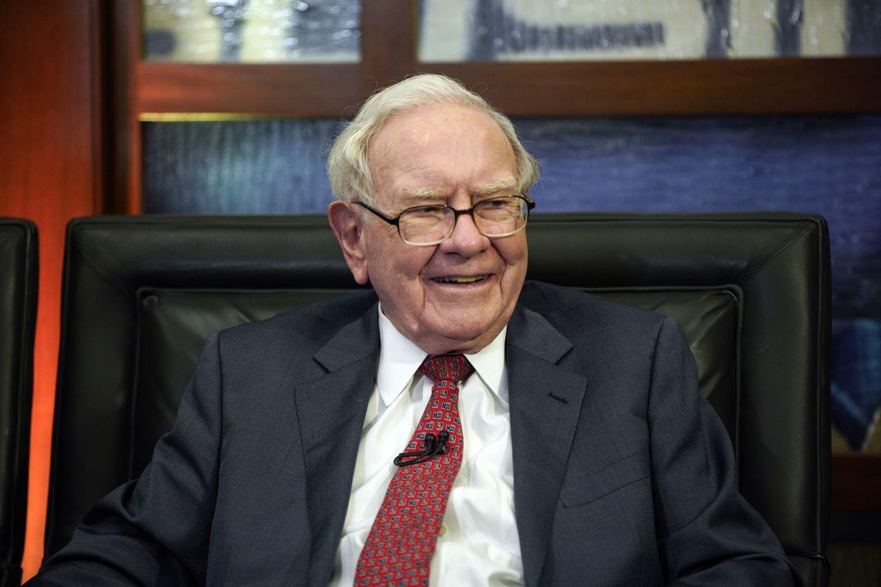 巴菲特難得買回自家股票,結果還賠了。上季平均買回波克夏A股的成本為每股31.28...
