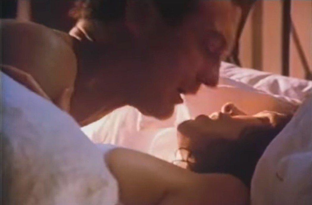 「推動致命的羔羊」亦有煽情的畫面。圖/翻攝自YouTube