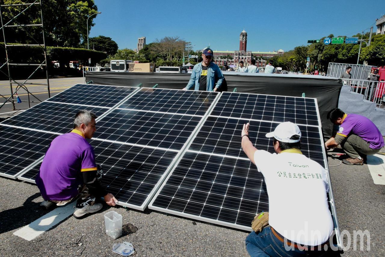 環保署表示明年開始太陽能板業者要開始提存經費,作為回收經費。聯合報系資料照/記者...