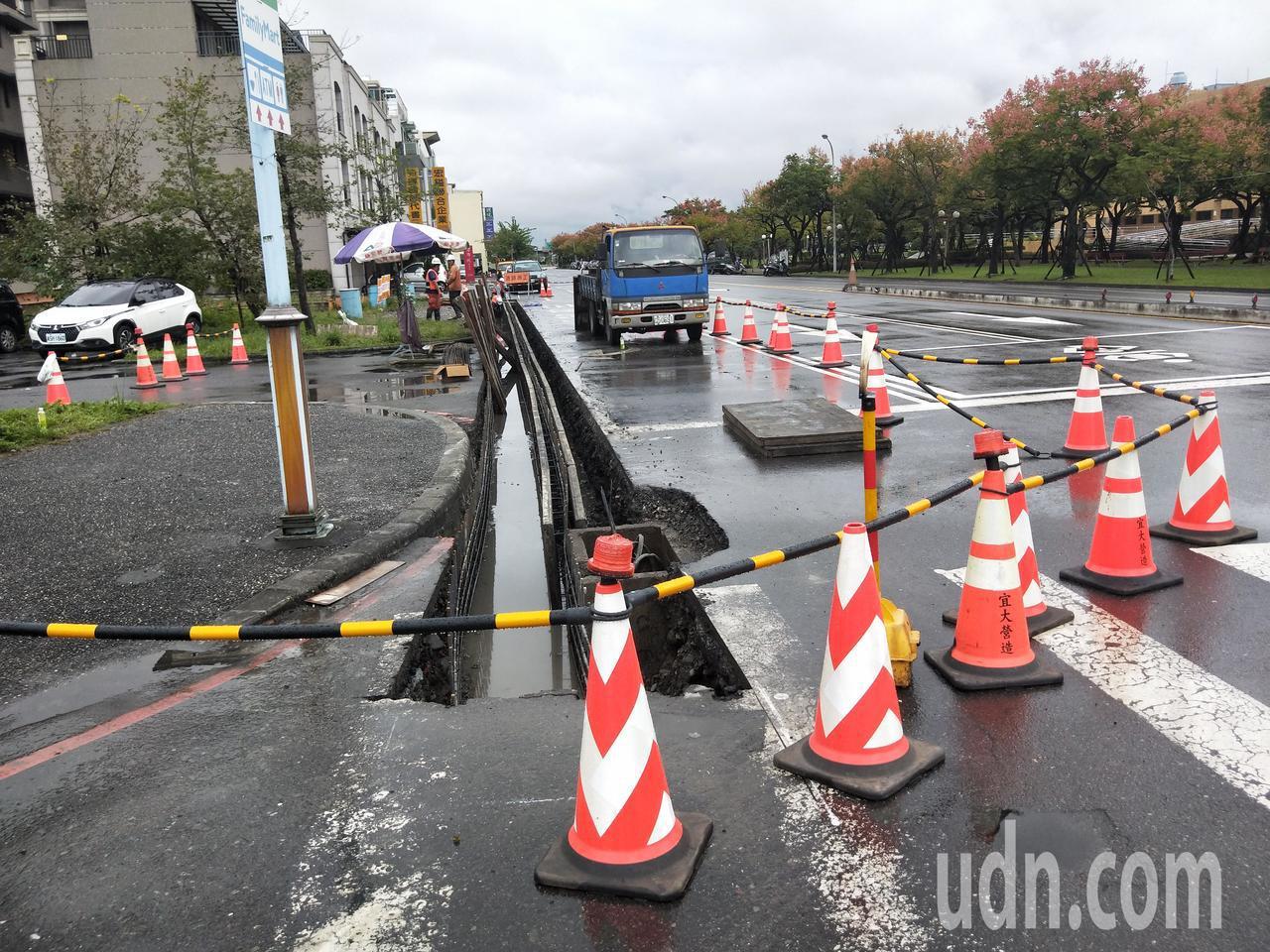 江聰淵指出,每逢豪大雨來襲,市區排水溝無法負荷導致時有淹水情況發生,完成市區水溝...