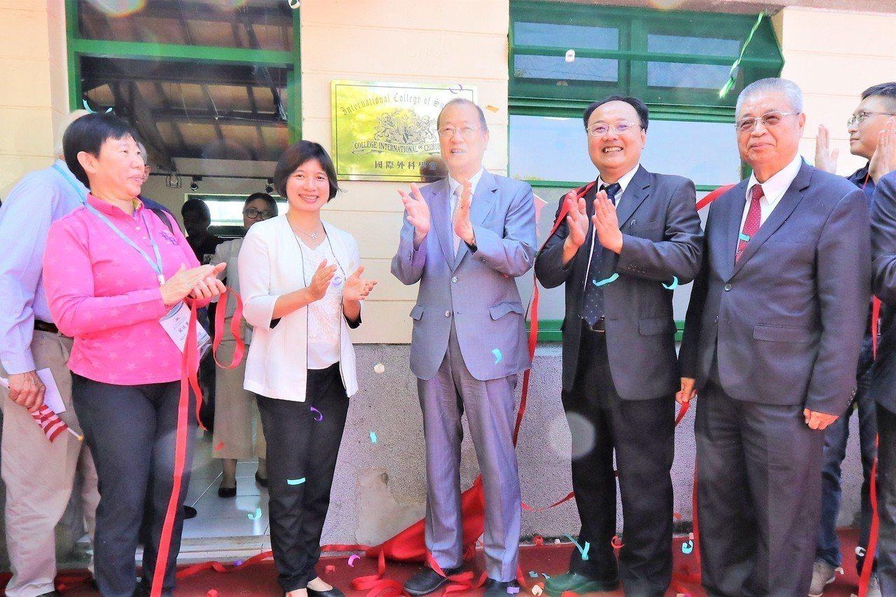 國際外科學會中華民國總會上午在台中市政府協助下,進駐光復新村的國際非政府組織中心...