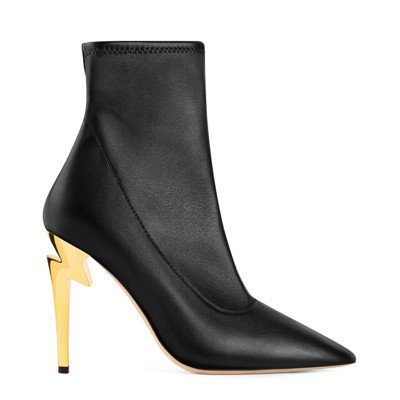 Giuseppe Zanotti G-HEEL系列主打造型搶眼的鞋跟,以黑與金色...