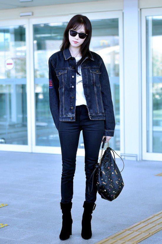 李聖經用Saint Laurent的金屬方扣靴搭配牛仔夾克,展現復古率性。圖/S...