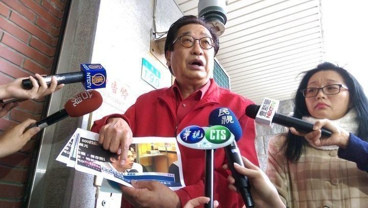 前立法委員李慶華(左)涉貪汙案被新北地檢署起訴,新北地院今天開準備庭,他無故未到...