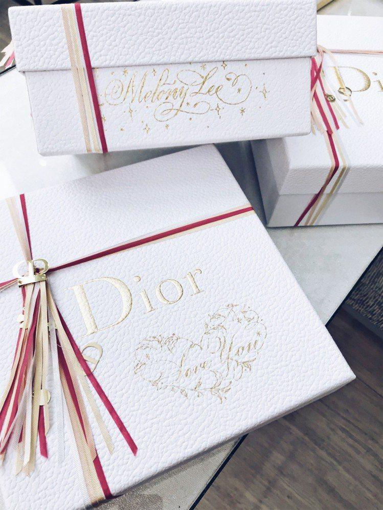 Dior耶誕包裝與客製化金緻燙印服務。圖/記者江佩君攝影