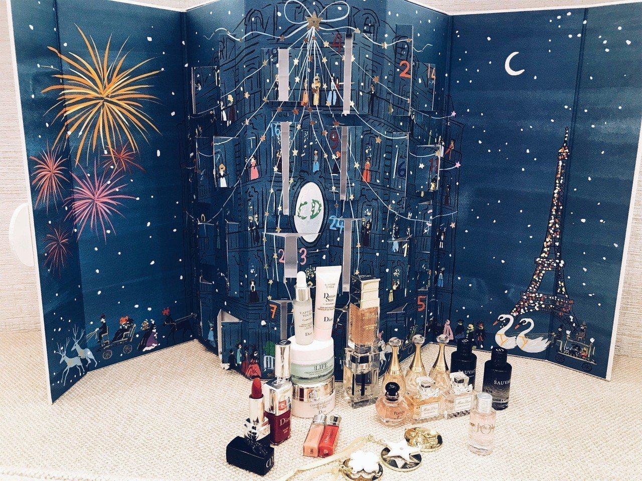 Dior耶誕倒數日曆內含24個人氣經典商品迷你款與造型吊飾,售價12,000元,...