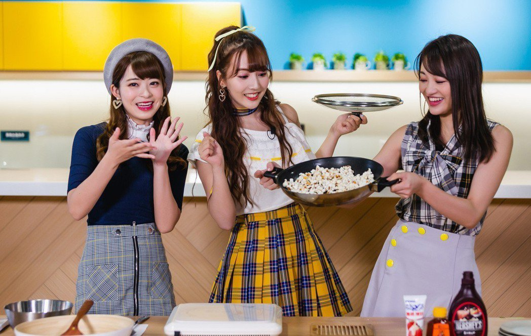 Honey Popcorn製作爆米花。圖/KKBOX提供