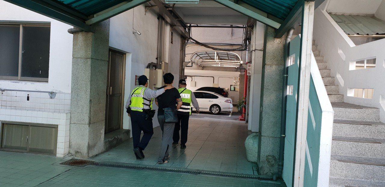 朱姓男子涉嫌妨害祕密罪嫌,台中警方今天移送法辦。記者游振昇/攝影