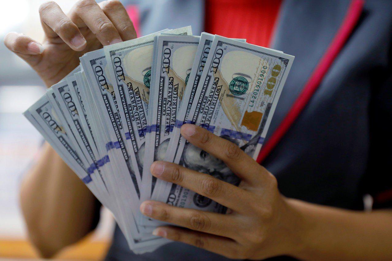 摩根資產管理公司分析師認為,美國期中選舉後,美元可能回檔。(圖/路透)