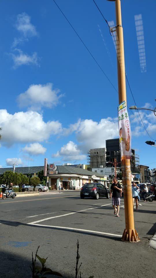 圖為今天下午屏東楓港以南,恆春半島的天空,一片藍天。圖/葉奉達提供