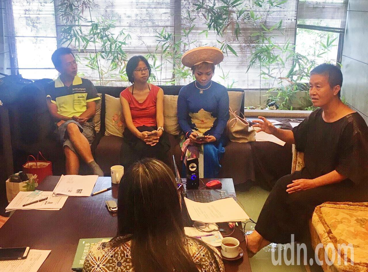王麗萍推出「嗨!東南亞」台電節目,邀各國新住民輪流當節目主持人,探討新住民生活和...