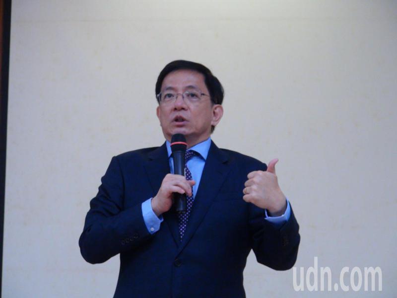 台灣大學校長當選人管中閔今天到雲林縣議會演講,有聽眾問他是否會參選總統,他表示,自己沒有那個才調,他也提出自己的觀察,認為政府做的事情越多,台灣下場只會越慘。記者陳雅玲/攝影