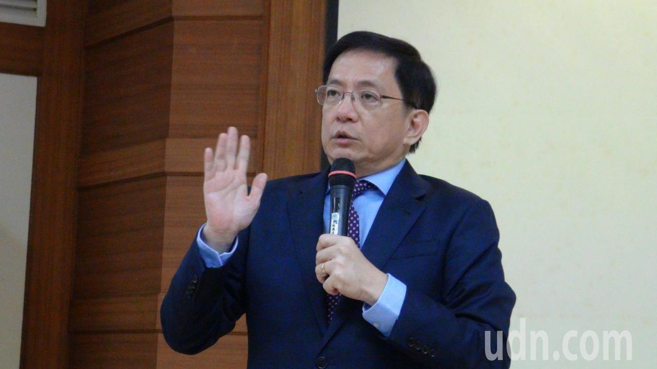 台灣大學校長當選人管中閔今天到雲林縣議會演講,有聽眾問他是否會參選總統,他表示,...