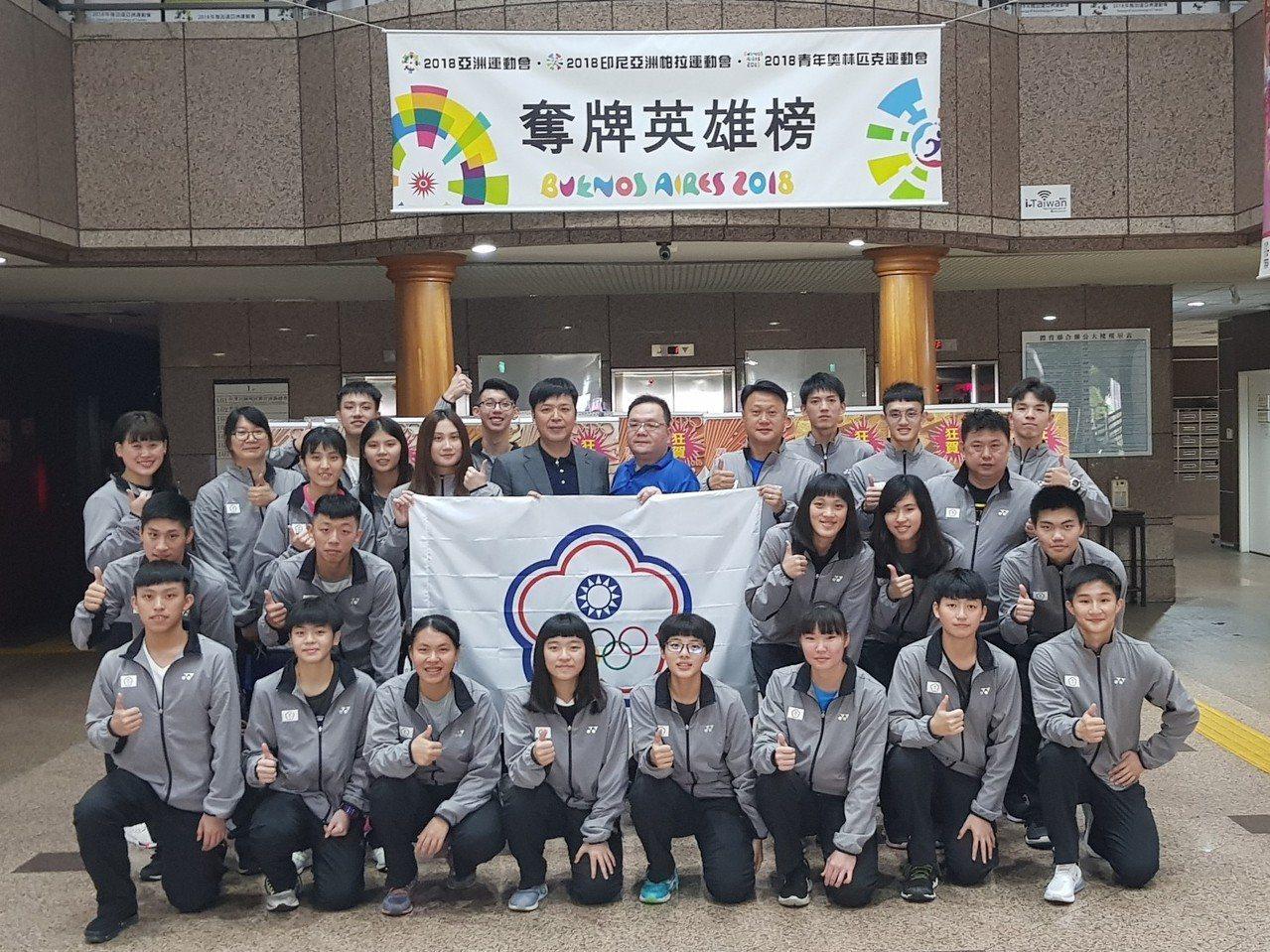 中華羽球隊出征加拿大世青賽,2日進行授旗。圖/中華羽協提供