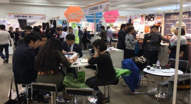 「2018年台灣紡織品日本展示會」上週舉行,吸引千逾位買主參觀洽談,主辦單位紡拓...