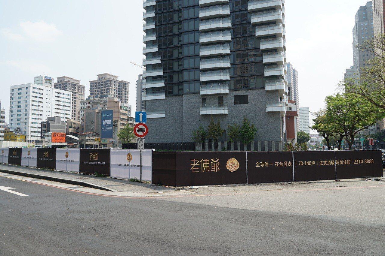基地位於館前路與台灣大道黃金角地的忠泰「老佛爺」,主打外觀、公設、家具、建材等都...