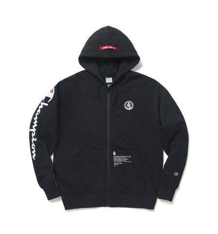Champion與izzue聯名系列迷彩連帽外套,4,790元。圖/I.T.提供