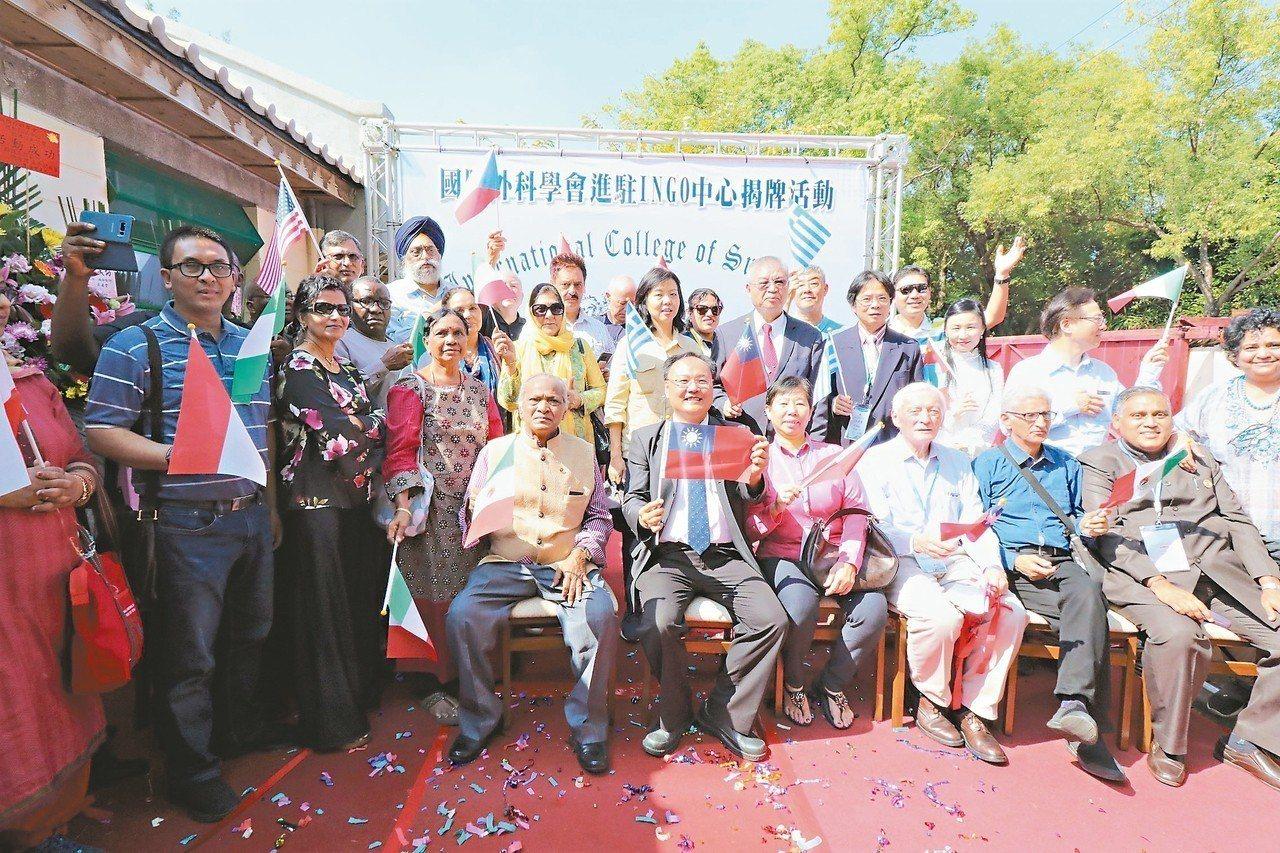 國際外科學會中華民國總會昨進駐光復新村的國際非政府組織中心,並要在當地建立博物館...
