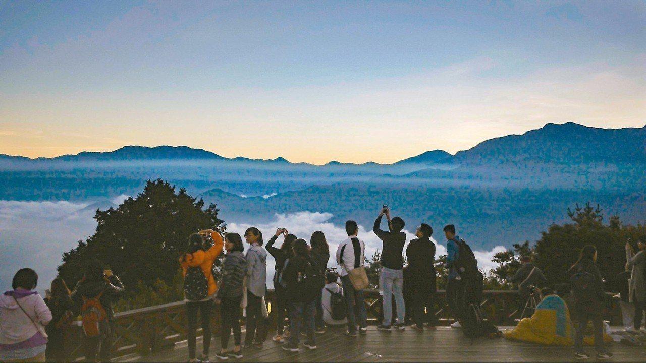 BBC為製播台灣旅遊節目,導演帶領製作團隊抵台,與嘉義空拍達人柯發壽合作,登上海...