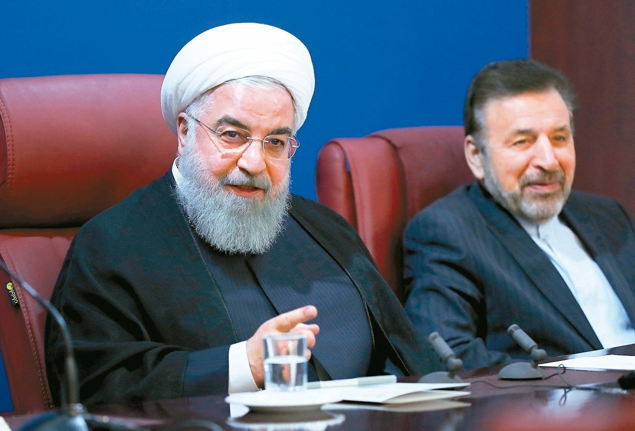 伊朗總統羅哈尼(左)五日在德黑蘭表示,將反制美國對伊朗的經濟制裁。 (歐新社)