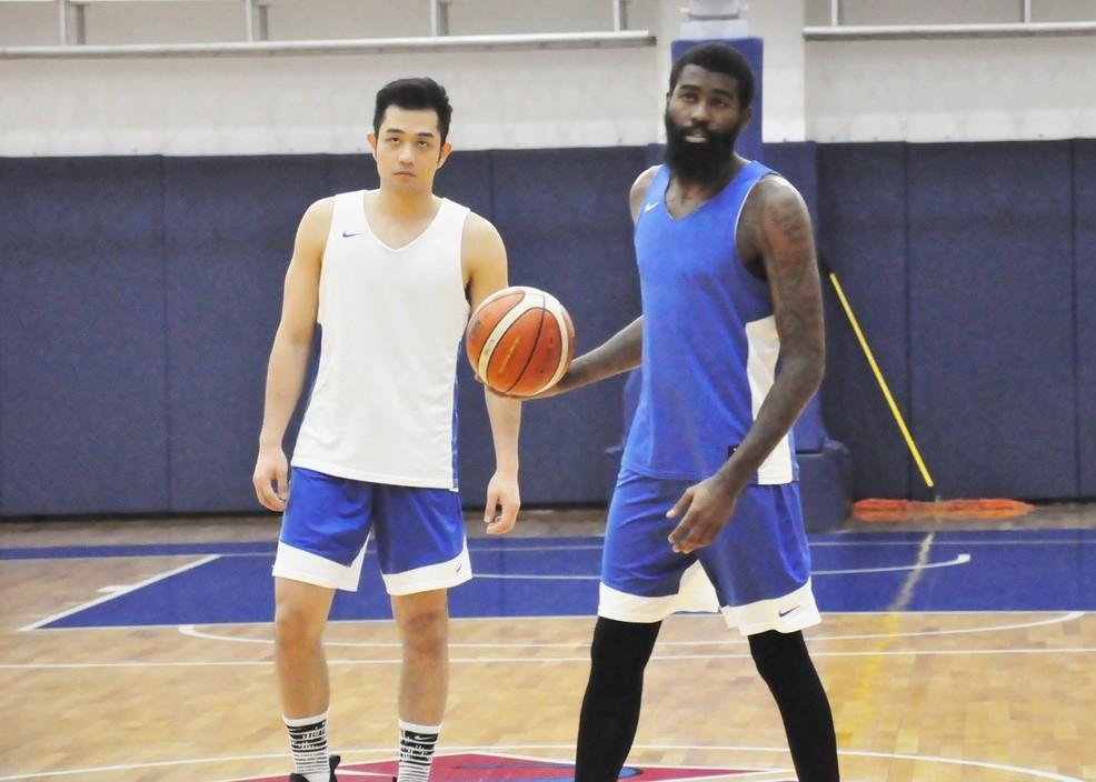 泰瑞(右)今年暑假才在瓊斯盃獲得MVP。 記者曾思儒/攝影
