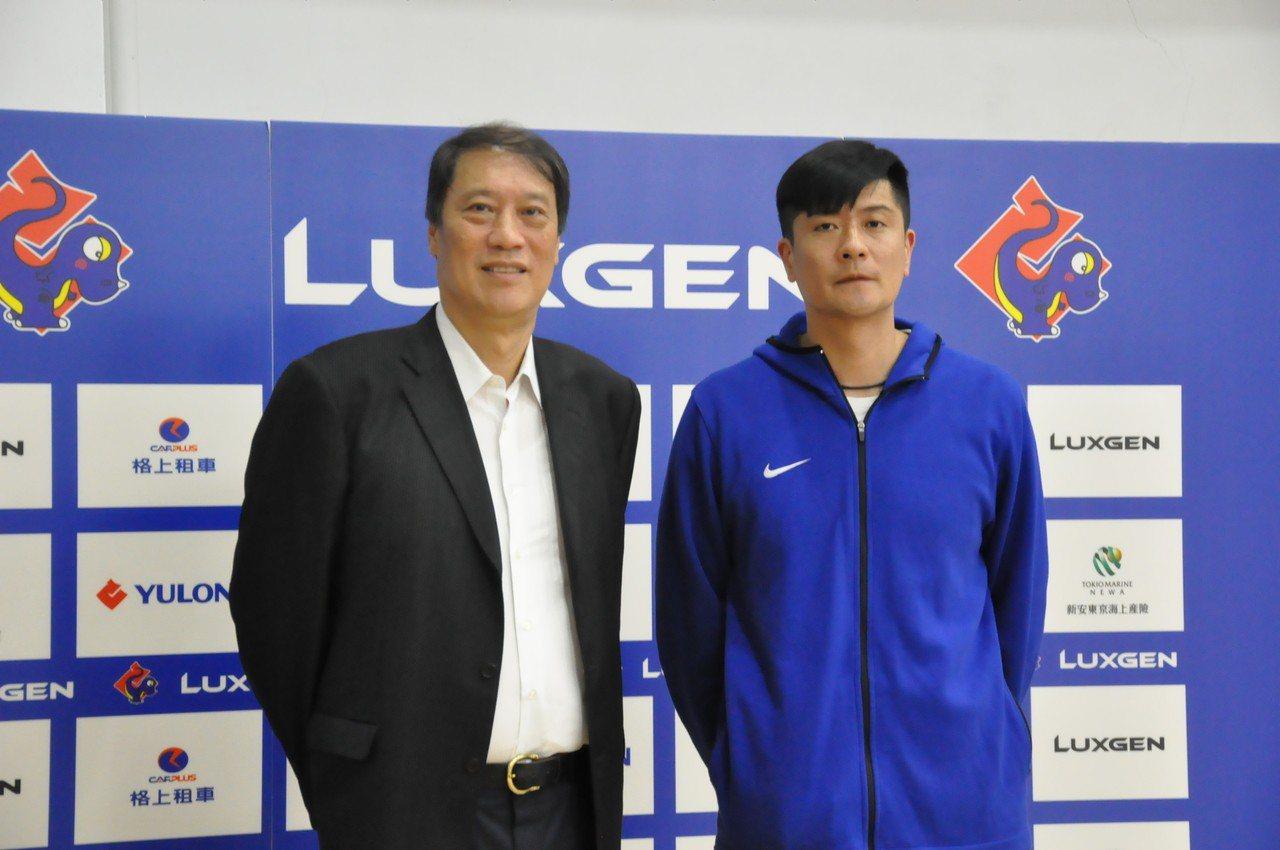 裕隆新任領隊孟慶杭(左)和執行教練李啟億。 記者曾思儒/攝影