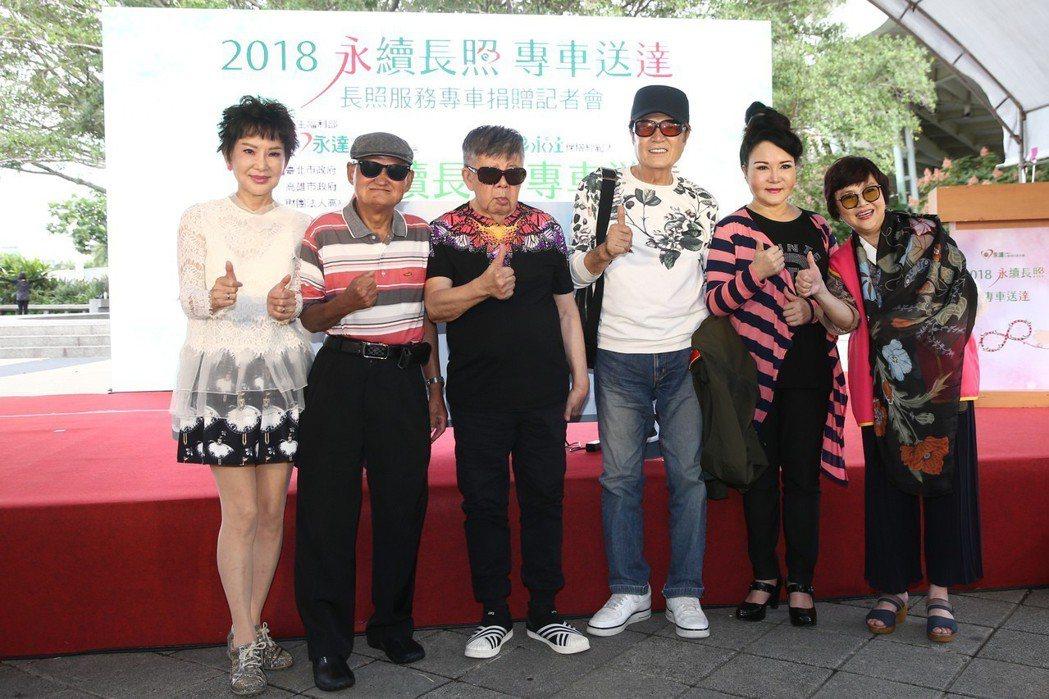 司馬玉嬌(左起)、李炳輝、林松義、林沖、石中玉、紀寶如下午一起出席長照服務專車聯