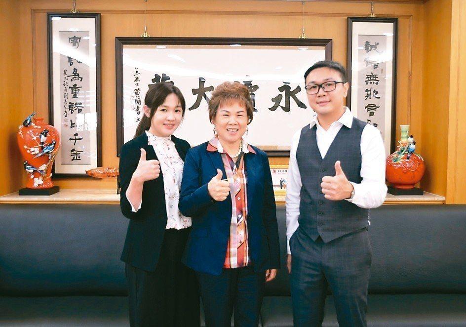 億川董事長黃愛市(中)、副董事長薛如純(左)及總經理薛勝赫合影。 楊聰橋/攝影