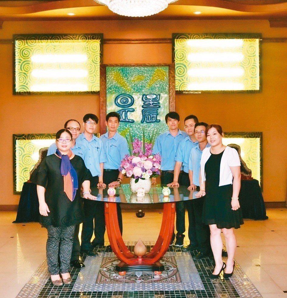 威士頓公司總經理陳玲君(左)重視人才培訓與產品創新,公司競爭力躍升。 威士頓/提...