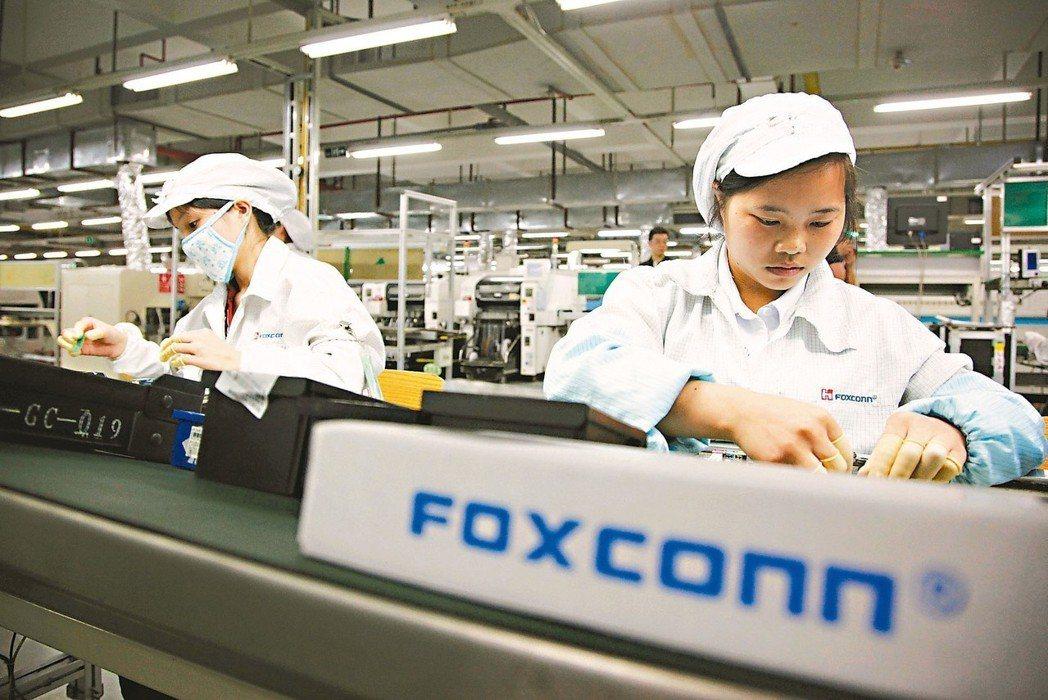 陸媒指出,蘋果新iPhone全面砍單,兩大組裝廠鴻海與和碩均受影響,鴻海甚至可能...