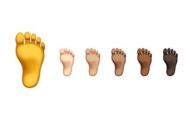 網友砲轟蘋果黑色腳底板的圖案將種族多元做過頭,因為各色人種的腳底板顏色都是相近的...