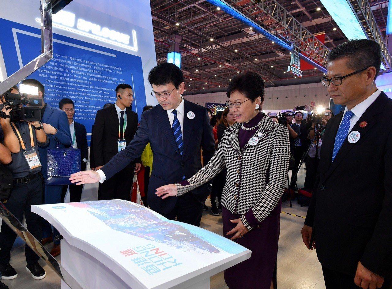 特首林鄭月娥昨日出席在上海舉行的首屆中國國際進口博覽會(進博會)。 香港中國通訊...