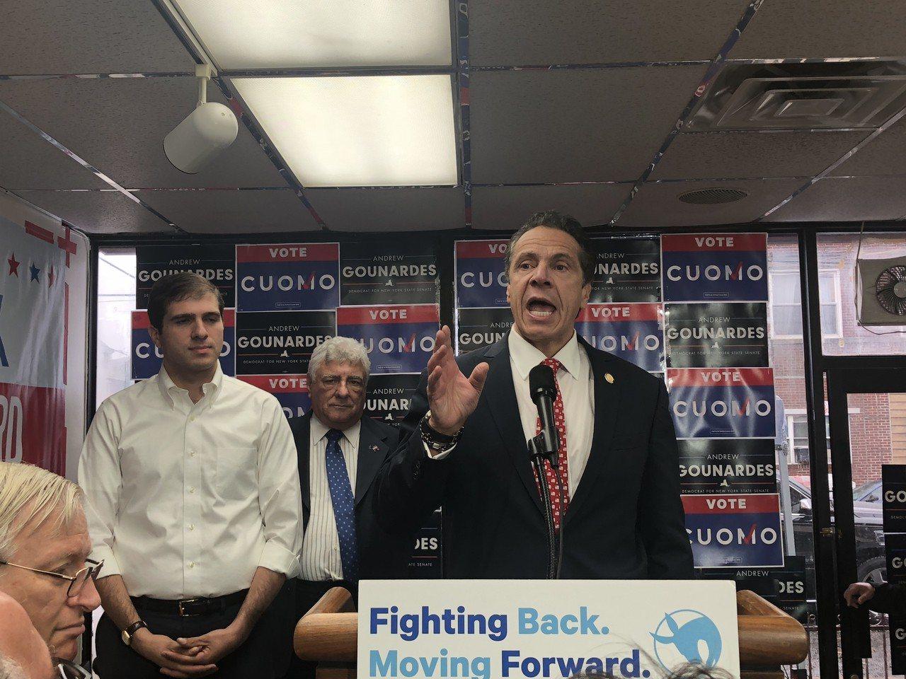 州長葛謨(Andrew Cuomo)在大選前一日前來布碌崙(布魯克林),為第22...