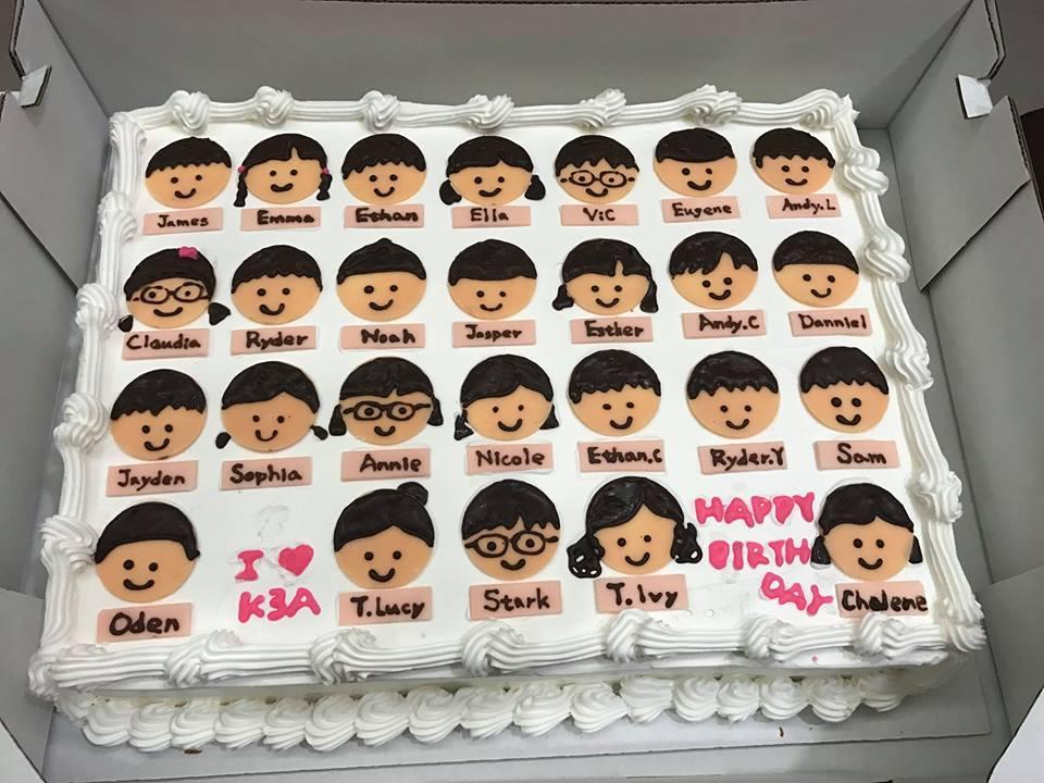 超強媽媽把買來的蛋糕表面自行加工,畫上兒子班上同學們的小臉蛋。圖擷自 Cos...
