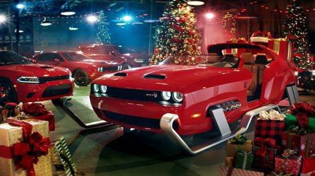 影/聖誕老人新法寶 Dodge Challenger SRT Hellcat Redeye雪橇 煙囪送禮不誤點!