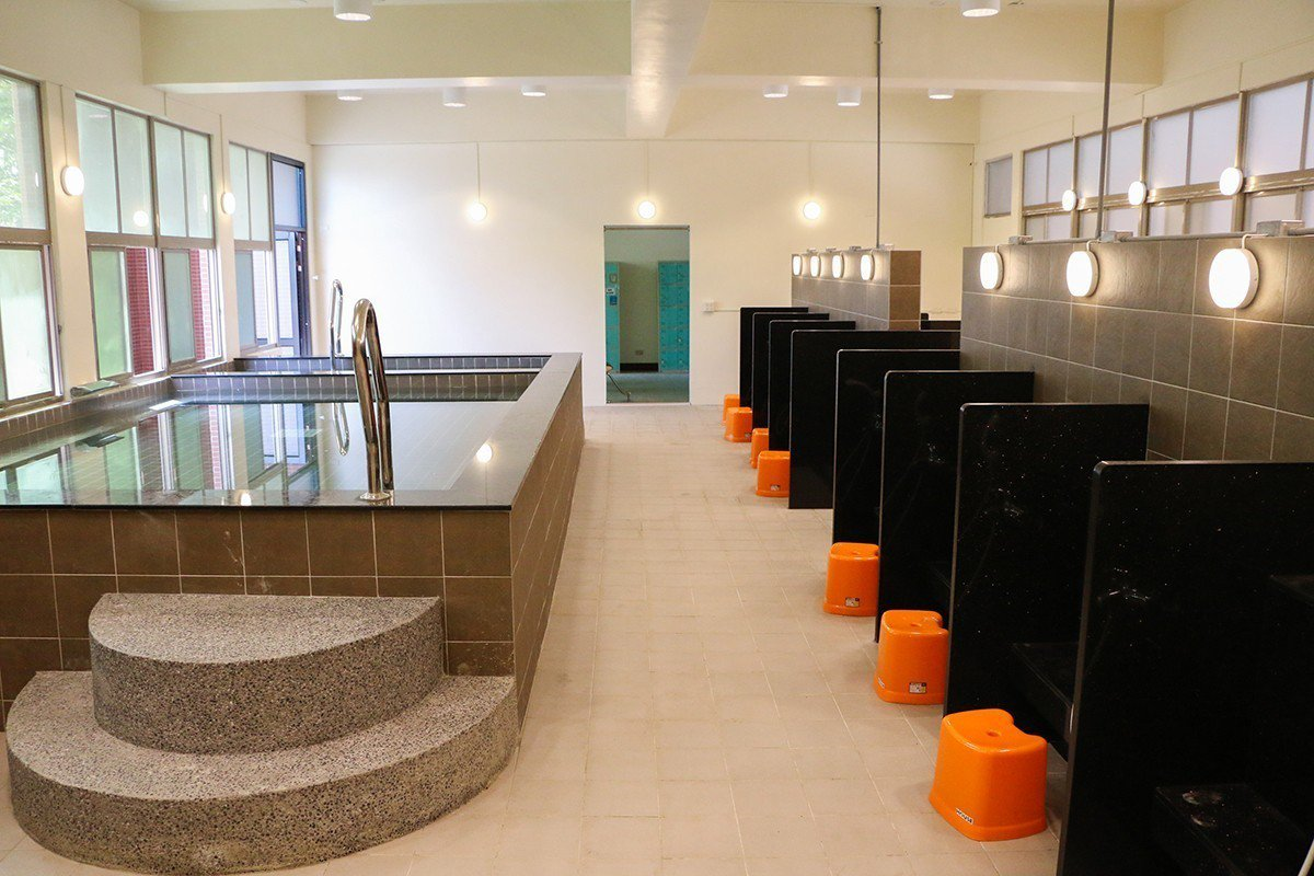中信金融管理學院提供同學優質的校園生活,透過宿舍環境優化,同學能有更不同的生活體...