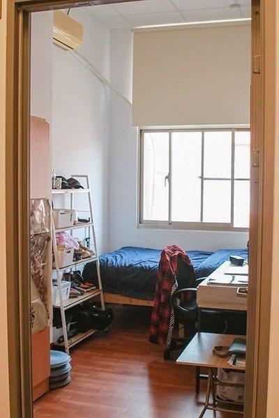 中信金融管理學院以「青年旅店」為設計概念,將每間4坪的空間改裝為男生宿舍單人雅房...
