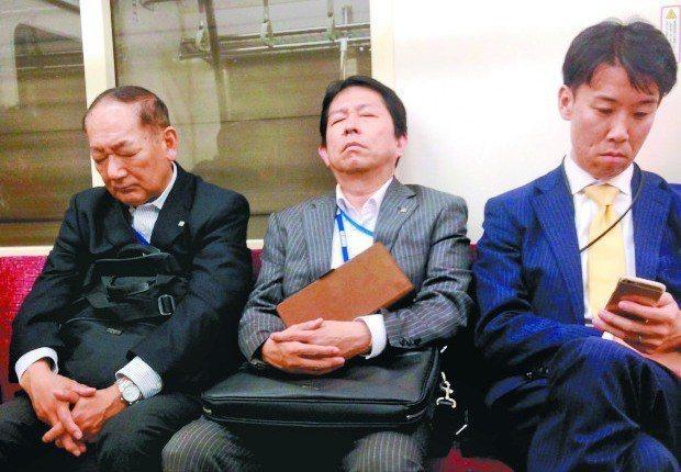 日本上班族十分憂心「55歲高牆」。圖/報系資料照