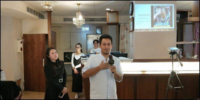 共贏會訓練長游潤沂(左一)與阿里巴巴的廚房負責人Usama合影。 EBI卓越領袖...
