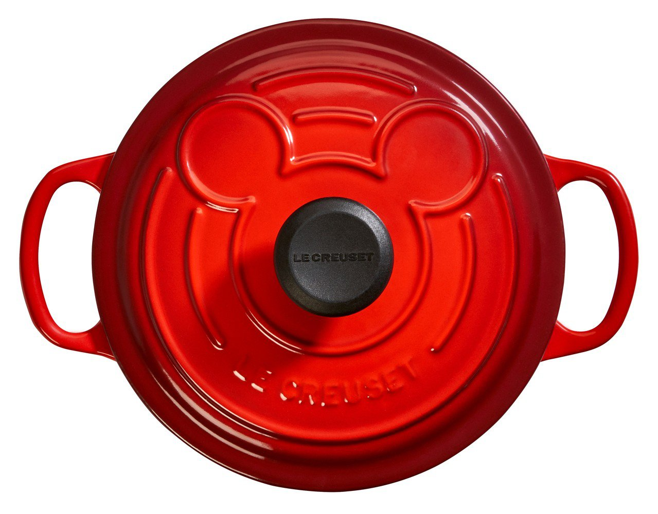 Mickey Mouse典藏圓鐵鍋18cm,鍋蓋上浮雕了大大米奇頭像。圖/Le ...